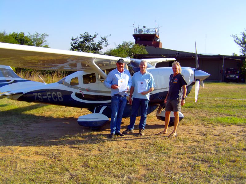 Bush Air - Advanced bush flying course. Ralph Boetiger, Andre du Plessis and CC Pocock. Cessna C206